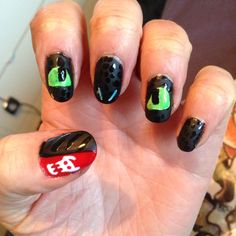 How to train your dragon; toothless nail art! Because I have a teeeennyyy tiiinnnyyyy obsession with it...