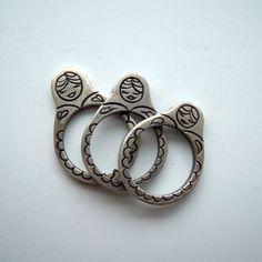 Russian dolls stackable silver rings par lapinbijoux sur Etsy https://www.etsy.com/fr/listing/102983082/russian-dolls-stackable-silver-rings