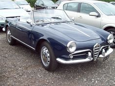 25 Alfa Romeo Giulietta Spyder (1961)   Flickr - Photo Sharing! Alfa Romeo Giulietta Spider, Alfa Romeo Spider, Alfa Romeo Giulia, Old Fashioned Cars, Cabriolet, Car In The World, All Cars, Car And Driver, Retro Cars