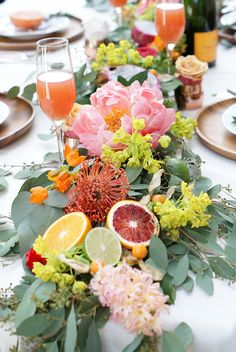 Throw A Brunch Party Like A Pro With These Expert Ideas - It's no surprise that we're obsessed with brunch. With delicious food, boozy drinks, and lots of - Birthday Brunch, Easter Brunch, 70th Birthday, Fruit Centerpieces, Centerpiece Ideas, Brunch Wedding, Fruit Wedding, Party Drinks, Cocktails