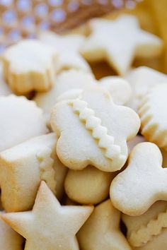 Christmas butter cookies in different shapes. Basic Vanilla Cookie Recipe, Best Butter Cookie Recipe Ever, Best Cookies Ever, Butter Cookies Recipe, Yummy Cookies, Easy Delicious Recipes, Easy Cookie Recipes, Baking Recipes, Yummy Food