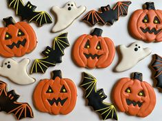 Jack O Lantern, bat and ghost sugar cookies Halloween 2019 Cut Out Cookies, Iced Cookies, Davids Cookies, Halloween Sugar Cookies, Cookie Ideas, Halloween 2019, Lantern, Holiday, Desserts