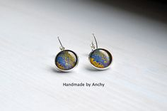 Colorful yellow and blue abstract motif silver plated base