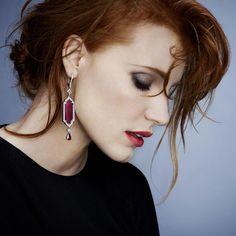 Piaget – Jessica Chastain ist internationale Markenbotschafterin von Piaget. Hier trägt sie die Saphier-Ohrringe der neuen Kollektion