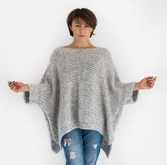 Grey oversized alpaca knit sweater with short sleeves If you are looking a guaranteed warmth, comfort and style, you'll find them in this oversized sweater with short sleeves hand knitted from super soft alpaca blend yarn. Knitting Patterns Free, Free Knitting, Knitting Sweaters, Knitting Scarves, Crochet Scarves, Knitting Designs, Knitting Ideas, Knitted Poncho, Knitted Headband