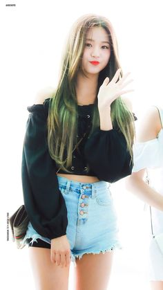 (Credits to the real owner/s) Blackpink Fashion, Japanese Girl Group, Sexy Shorts, Sexy Asian Girls, Kpop Girls, Sexy Outfits, Asian Woman, Korean Girl, Twitter