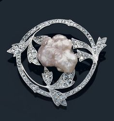Fouquet. Platinum brooch set with foliage decoration cut diamonds and roses adorned the center of a large baroque pearl