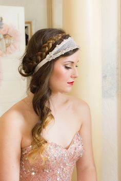 We love winter weddings - the romance, the atmosphere & the hairstyles! Check out these 7 boho-inspired winter wedding hairstyles that you too can try. Bohemian Wedding Hair, Winter Wedding Hair, Hair Wedding, Wedding Ideias, Braided Hairstyles For Wedding, Bridal Hairstyles, Braided Updo, 2015 Hairstyles, Estilo Boho