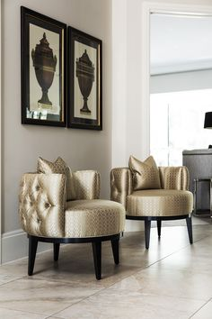 An inspirational luxury accent chair that makes an impact in this luxury entrance. Luxury Home Furniture, Luxury Homes Interior, Home Decor Furniture, Home Interior Design, Diy Home Decor, Furniture Design, Modern Furniture, Outdoor Furniture, Furniture Storage