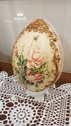 Egg Shell Art, Holy Saturday, Christmas Teddy Bear, About Easter, Faberge Eggs, Ornaments Design, Egg Art, Egg Shells, Easter Crafts