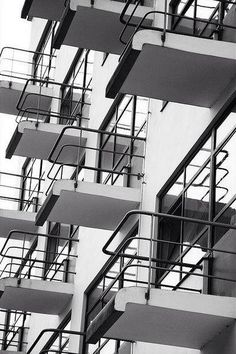The Bauhaus school of design, Dessau, Germany, by Walter Gropius. Design Bauhaus, Bauhaus Art, Bauhaus Style, Walter Gropius, Detail Architecture, Space Architecture, Contemporary Architecture, Classical Architecture, Beautiful Architecture