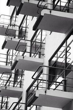 The Bauhaus school of design, Dessau, Germany, by Walter Gropius. Design Bauhaus, Bauhaus Art, Bauhaus Style, Architecture Bauhaus, Detail Architecture, Space Architecture, Contemporary Architecture, Classical Architecture, Beautiful Architecture
