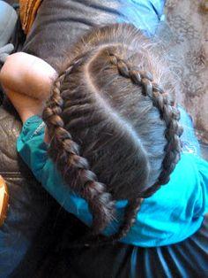 Plaidipus mound: curvy braids