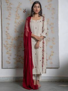 Kurtha Designs, Blouse Designs, India Fashion, Ethnic Fashion, Women's Fashion, Grey And Beige, Beige Color, Embroidery Dress, Embroidered Blouse