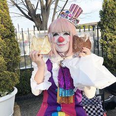 """クラウンカノン canon on Instagram: """"ねこー! あとなんだか、とってもたくさんプレゼントもらいました! お誕生日だったからか!あとバレンタイン✨✨ たくさん、ありがとーございました(*´-`*)…"""" Female Clown, Send In The Clowns, Fun Stuff, Canon, Carnival, Face, Painting, Instagram, Mardi Gras"""