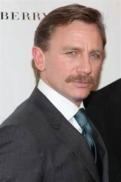 Daniel Craig Schnurrbart