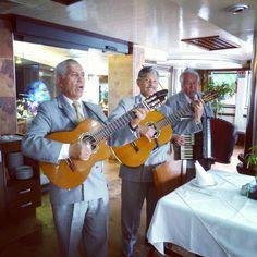 El mejor ambiente familiar lo tenemos en Restaurante Piscis.  Restaurante Piscis. Colina de Mocuzari 105 y 107 53140 Naucalpan de Juárez 55626995 / 53932990 www.restaurantepiscis.com.mx