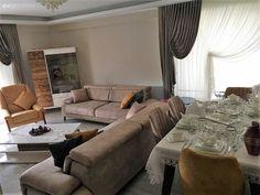 Evini dekore ederken sitemizden bolca ilham alan ev sahibimiz, arada kaldığı mobilyaların renkleri konusunda da Ev Gezmesi üyelerinin fikirlerini almıştı. Şimdi ise düğün günü geldi, çattı; çeyizler s...