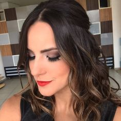 Meio preso com Baby Liss Hair Down Hairstyles, Plaits Hairstyles, Middle, Finger Nails, Engagement, Make Up, Valentines Day Weddings