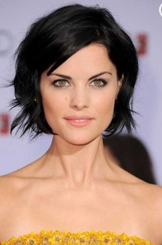 Long short hair cuts - New Hair Styles ideas Short Dark Hair, Short Hair Cuts, Medium Hair Styles, Short Hair Styles, Brunette Hair Cuts, Short Brunette Hairstyles, Chin Length Hairstyles, Choppy Hairstyles, Layered Hairstyles