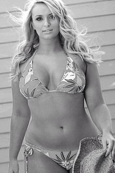 another perfect bikini body... ;-) if i would look like this by next summer, i would NEVER go on a diet again.... curvy-fashion fitness