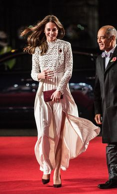 "Kate Middleton Photos Photos - Catherine, Duchess of Cambridge, Patron of Action on Addiction, attends the UK Premiere of ""A Street Cat Named Bob"" in aid of Action On Addiction on November 3, 2016 in London, United Kingdom. - The Duchess of Cambridge Attends the UK Premiere of 'A Street Cat Named Bob' in Aid of Action on Addiction"