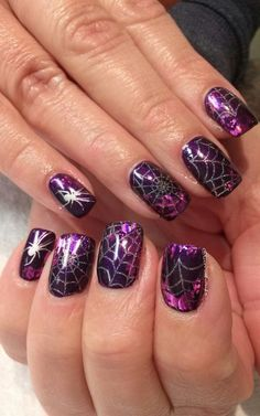 Halloween foil nail art Halloween foil nail art Source by aprillogea Holloween Nails, Cute Halloween Nails, Halloween Nail Designs, Foil Nail Art, Foil Nails, Halloween Mode, Spooky Halloween, Halloween Crafts, Halloween Party
