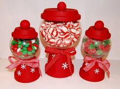 DIY Christmas Candy Holders - Use mini clay pots and glass bowls to create your… Cheap Christmas Crafts, Christmas Projects, Simple Christmas, Holiday Crafts, Christmas Holidays, Christmas Gifts, Christmas Decorations, Christmas Centerpieces, Christmas Ideas