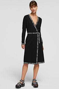 Karl Lagerfeld Damen Wickelkleid mit Logotape Schwarz | SAILERstyle Karl Lagerfeld, Knit Dress, Wrap Dress, Black And White Logos, Feminine, Dresses For Work, Sporty, Slim, Knitting