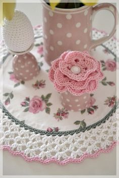Crochet & Knit - change colors, but this is lovely. Crochet Vintage, Crochet Diy, Crochet Quilt, Crochet Home, Thread Crochet, Crochet Crafts, Love Crochet, Crochet Projects, Crochet Potholders