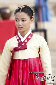 Kim Yoo Jung as Wol / Heo Yeon Woo, in the drama The Moon that Embraces the Sun