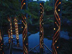 主催企画 - Hayama Art & Music Festival 竹あかりで賑わいを演出するプロ集団「CHIKAKEN」 Garden Lamps, Diy Garden Decor, Garden Art, Bamboo Light, Bamboo Lamp, Boho Lighting, Lighting Design, Backyard Lighting, Outdoor Lighting