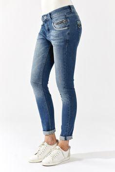 MOS MOSH // Baba Naomi Jeans