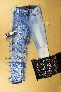 10 Minute DIY Lace Denim Jeans Refashion Tutorial 2019 Easy DIY upcycle jeans re Refaçonner Jean, Jean Diy, Diy Lace Jeans, Jeans Denim, Diy With Jeans, Diy Old Jeans, Diy Ripped Jeans, Bleached Jeans, Black Jeans