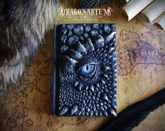 Sketch Eyes Dragon Eye Journal or Sketch Book Decorated Journal Eye Journal, Ideias Diy, Dragon Eye, Black Dragon, Green Dragon, Paperclay, Handmade Books, Handmade Notebook, Craft Ideas