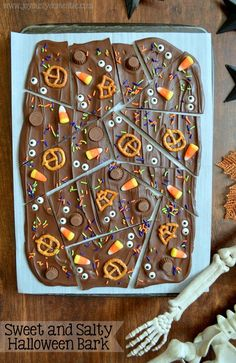 Joyously Domestic: Sweet and Salty Halloween Bark Halloween Desserts, Hallowen Food, Halloween Party Snacks, Halloween Baking, Fete Halloween, Halloween Goodies, Halloween Candy, Halloween Bark Candy Recipe, Homemade Halloween