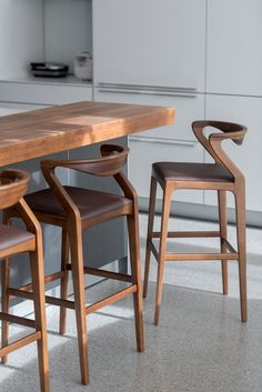 Modern Dining Room Chairs That Will Change Your Home Decor Plywood Furniture, Bar Furniture, Furniture Design, Furniture Dolly, Luxury Furniture, White Bar Stools, Modern Bar Stools, Unique Bar Stools, Home Decor Kitchen