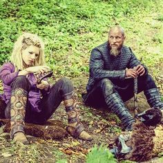 Not a fan of the beard on Travis/Ragnar, but still looking pretty cute sitting with Lagertha, <who is killing it, as usual, in that deep purple and some badass boots>