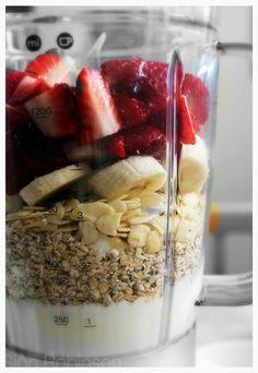 Fruit and Oat Smoothie via Sian/ // #banana #smoothie #recipe