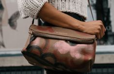 Burberry Crossbody, Fall bag of choice! Fall Handbags, Burberry Handbags, Luxury Handbags, Designer Handbags, Burberry Bags, Designer Purses, Leather Crossbody Bag, Leather Purses, Leather Handbags