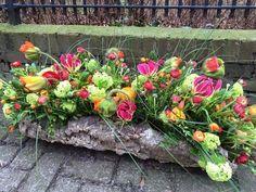 Wild bloemstuk: Geel-licht, luister, glorie, afgunst en veraad  Groen-hoop, groei, leven, lente en toekomst