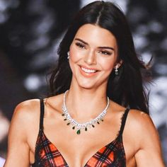 View the Kendall Jenner design record, the very best looks attached by on pattern Kendall. Kendall Jenner Shirt, Kendall Jenner Icons, Kendall Jenner Modeling, Kylie Jenner Lips, Kendall And Kylie, Kendalll Jenner, Kardashian Jenner, Famous Stars, Jenner Sisters