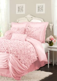 TRIANGLE HOME FASHIONS Lucia Comforter Set