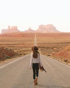 Heading into Monument Valley.  Photo by @helloemilie #stayandwander