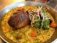 Arroz con pollo ...... comida peruana. Delicioso! :)