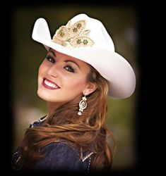 Miss Rodeo Wyoming Cowgirl Look, Cowgirl Hats, Cow Girl, Sexy Cowgirl Outfits, Chic Outfits, Vaquera Sexy, Cute Country Girl, Rodeo Queen, Western Girl