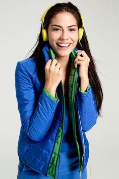 Siz de Demet Özdemir gibi enerjik, sportif ve hareketliyseniz mavi - yeşil uyumu stilinize çok uygun! #DemetÖzdemir #FreshCompanyTR