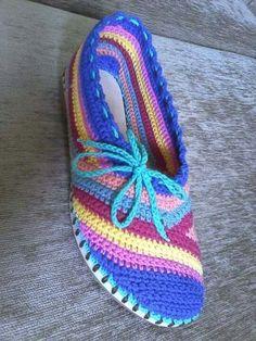 Zapatillas tejidas a crochet colores