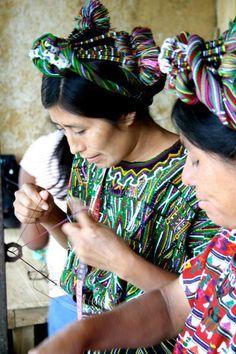 För de kvinnor i Guatemala som producerar Wakamis smycken förändrar fairtrade-lönen och de övriga förmånerna livet. För dem själva och för deras barn. #fairtrade är framtiden.