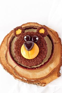 This sweet bear cake is perfect pal for a woodland or birthday party. It's easy to make and is a great project for beginners.